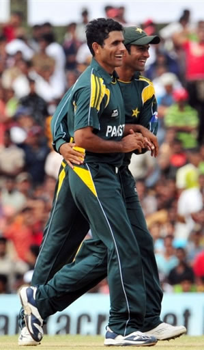 Abdul Razzaq celebrates the wicket of Jayasuriya