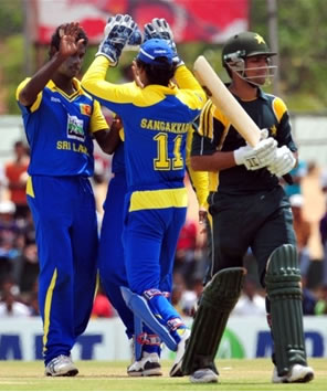 Mathews celebrates the wicket of Kamran Akmal