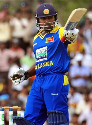 Mahela Jayawardene celebrates his fifty