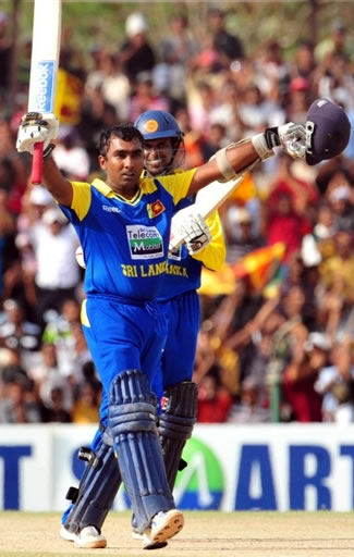 Mahela Jayawardene celebrates his century