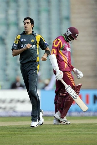 Umar Gul celebrates the wicket of Reifer