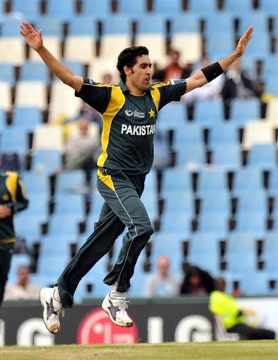Umar Gul celebrates the wicket of Watson