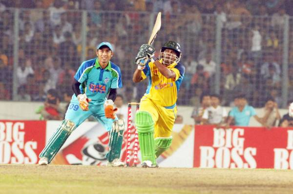 Mohammad Rafique hits his sixth six as Abahani complete victory