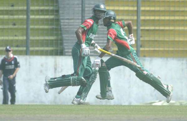 Anamul Haque and Shabbir Rahman of Bangladesh Under 19 during their  fifth wicket