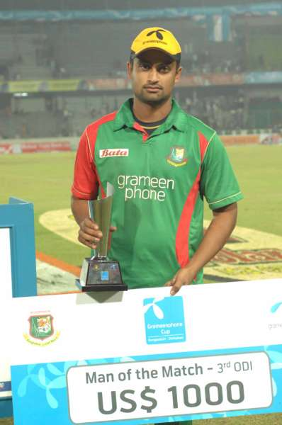 Tamim Iqbal with the man of the match trophy and cheque