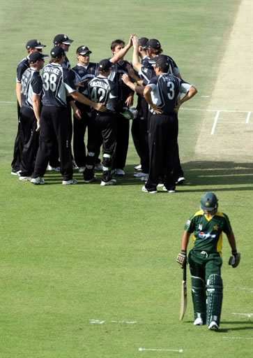 New Zealand players celebrate the wicket of Salman Butt