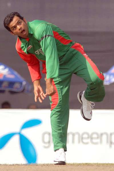 Abdur Razzak sends back Mark Vermulen