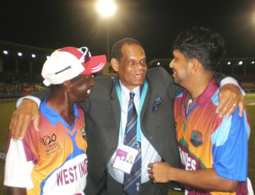 Dr.Julian R Hunte (centre), chats with Assistant Coach, David Williams (left) and Ramnaresh Sarwan