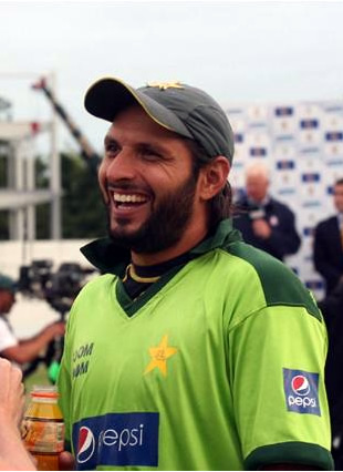 Shahid Afridi smiles after Pakistan win the 2nd T20 match & series