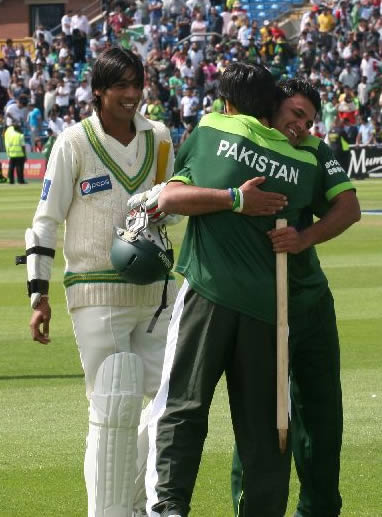 Butt and Farhat celebrate historic win over Australia