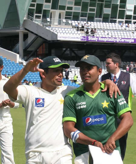 Umar and Kamran celebrates Pakistan win over Australia