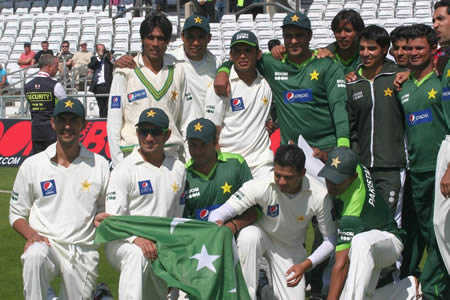 Pakistan team celebrate win over Australia