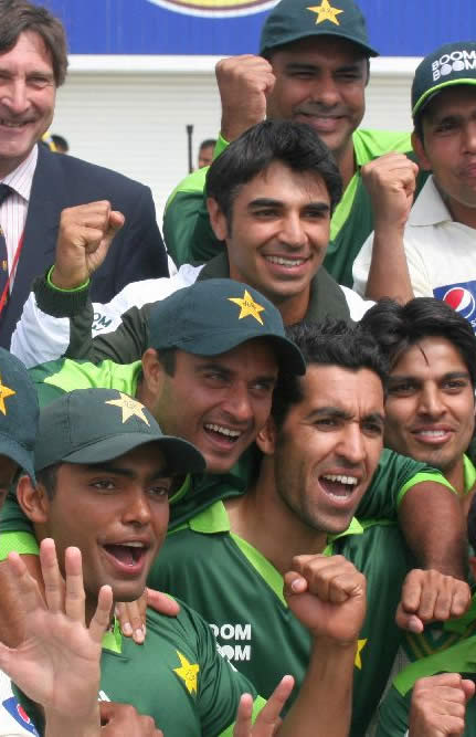 Pakistan team celebrate after historic victory over Australia in 2nd Test
