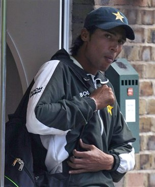 Mohammad Aamer leaves Lord's