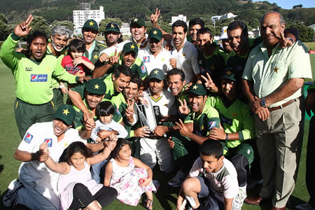 Pakistan team celebrate after winning Test series against New Zealand 1-0