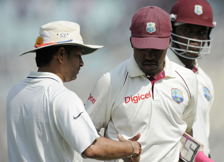 Sachin Tendulkar congratulates Darren Bravo on reaching his ton