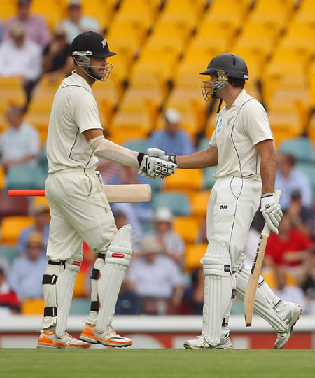 Daniel Vettori and Dean Brownlie added 158 runs for the sixth wicket