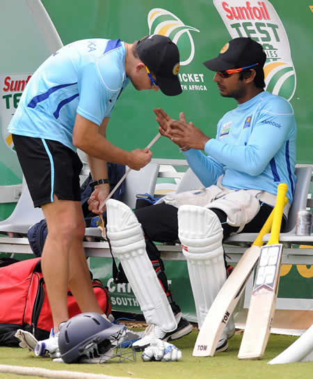 Kumar Sangakkara gets his injured hand tapped up