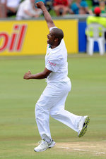 Vernon Philander celebrates the wicket of Tillakaratne Dilshan