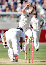 Peter Siddle knocked over Sachin Tendulkar in the final over of the day
