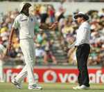 Aleem Dar has a word with Ishant Sharma