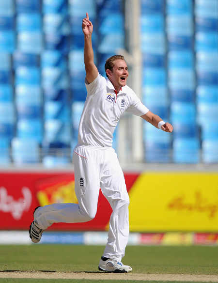 Stuart Broad had Azhar Ali caught behind for 1