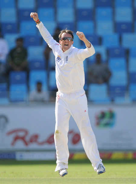 Graeme Swann picked up the wicket of Mohammad Hafeez