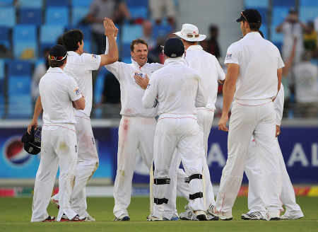 Graeme Swann had Misbah-ul-Haq lbw after reviewing the decision