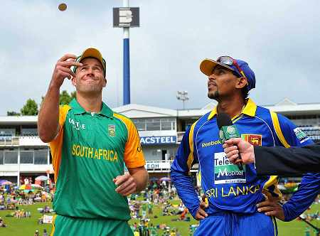 AB de Villiers and Tillakaratne Dilshan at the toss