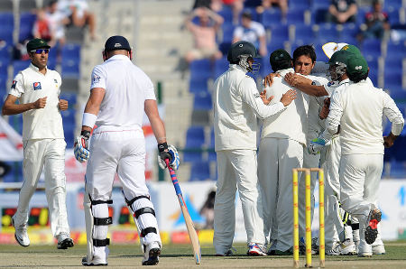 Pakistan celebrate Saeed Ajmal removing Matt Prior