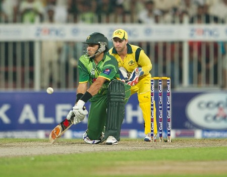 Misbah-ul-Haq plays the reverse sweep