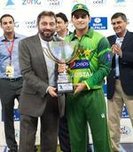 Mohammad Hafeez with the trophy after winning the series 2-1