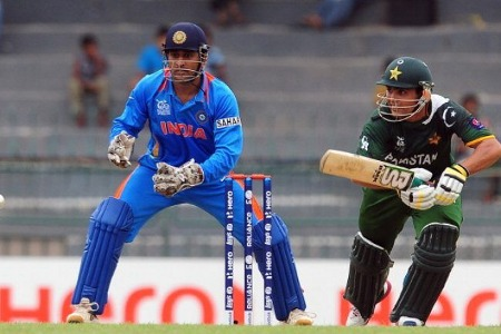 Kamran Akmal plays the cut shot