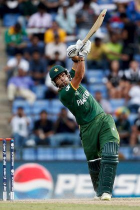 Umar Akmal lofts one for six