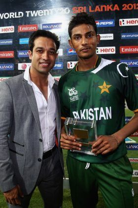 Raza Hasan recieves the Man of the Match award for the first time in T20 World Cup 2012