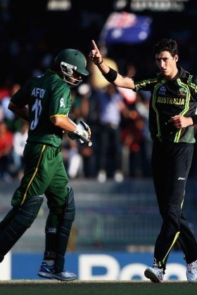 Mitchell Starc celebrates after dismissing Mohammad Hafeez