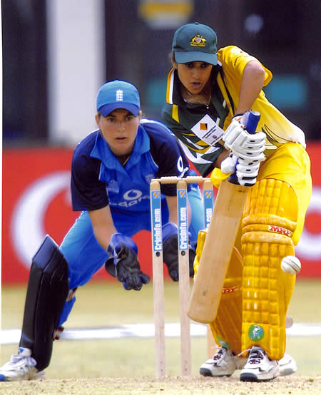 Lisa Sthalekar batting