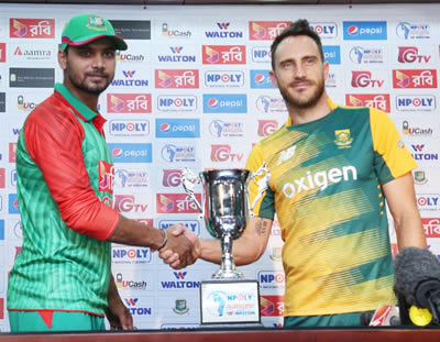 Mashrafe Mortaza and Francois du Plessis with the trophy