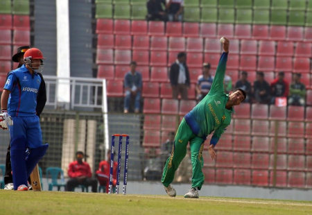Shadab Khan took 4 wickets for 9 runs