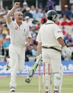 Simon celebrates the wicket of Ricky Ponting in Australia's 1st innings at Old Trafford