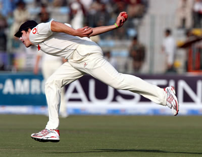 Kevin Pietersen is throwing a ball