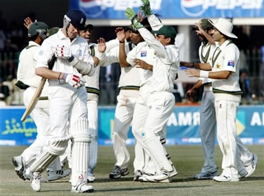 Pakistani cricketers celebrate the dismissal of Shaun Udal