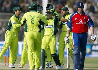 Pakistani team celebrates after the dismissal of Marcus Trescothick