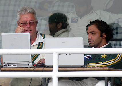 Bob Woolmer and Sohaib Akhtar watching live actions of match in laptop