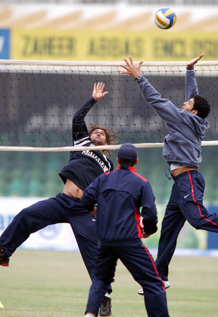 Dhoni and Yuvraj playing volleyball