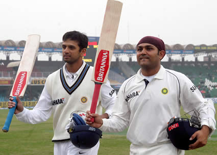 Rahul Dravid and Virender Sehwag walks back to the pavilion after bad light