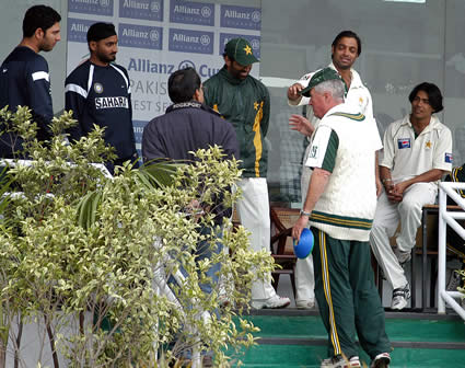 Pakistani players and coach having discussion