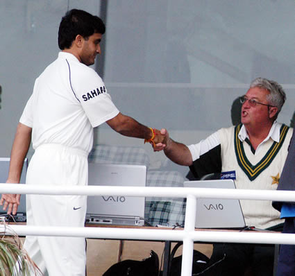 Ganguly shakes hand with Woolmer