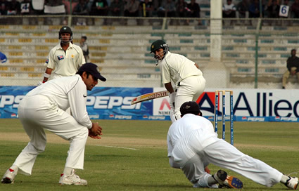 Dravid taking the catch of Salman Butt.