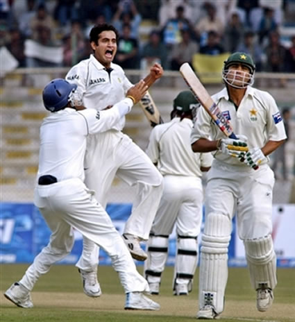 Irfan Pathan celebrates with teammates after taking a wicket